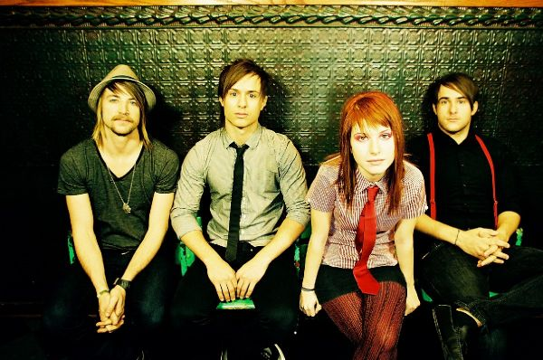 http://www.media.wmg-is.com/media/portal/media/cms/images/200711/paramore-chicago-promo-large_1196286060930.jpg
